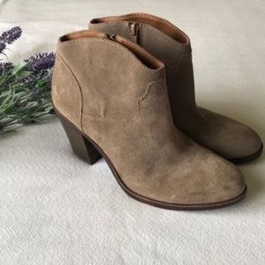 Lucky Brand tan suede heeled booties size 10